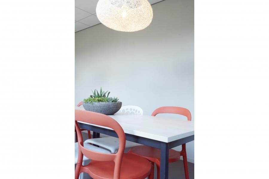 grib kantoor HomeTeam kantine tafel